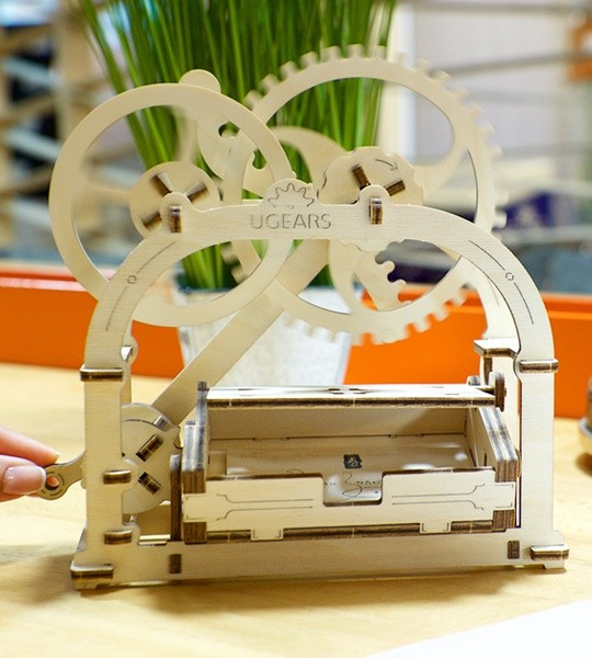 Ugears mechanical model kit Mechanical Box Etui and wooden 3D puzzle box. Construction kit and storage idea for business cards. Original business gift and smart hobby for grown-ups.