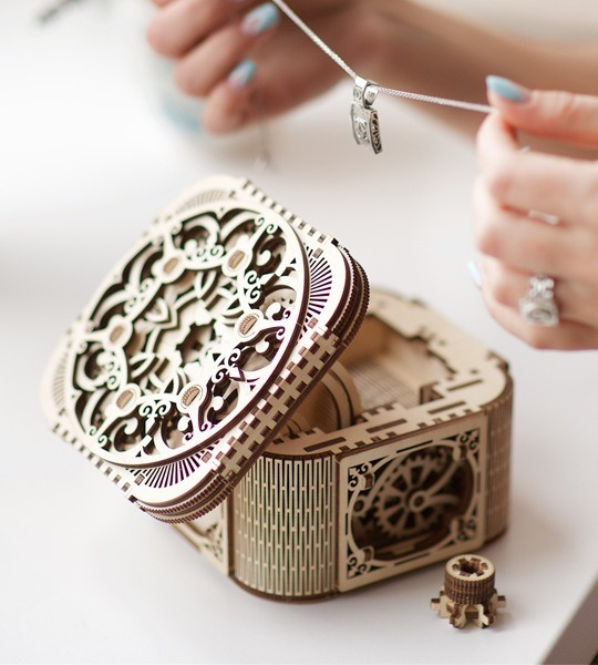 Ugears mechanical model kit Treasure Box and wooden 3D puzzle box. Intricate etui with secret way of opening. Original gift for boys and girls and smart hobby for grown-ups.