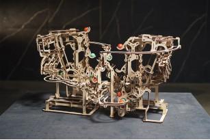 Marble Run Chain Hoist model kit